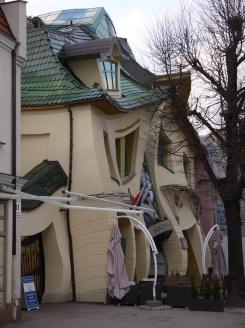 La maison tordue (en polonais Krzywy Domek)