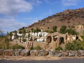 Le cimetière et les ruines du couvent