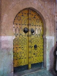 Les belles portes jaunes