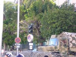 L'ambassade de France barricadée