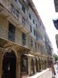 Corfu ses avenues bordées d'immeubles ouvragés