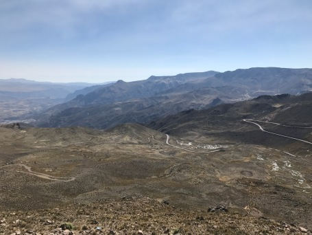 La route montant au col Patapampa