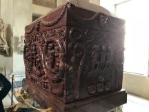 sarcophage en porphyre rouge