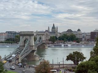 Pont aux chaines et Le Danube