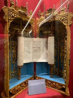 Une Torah du musée juif